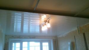 Монтаж потолка и люстры