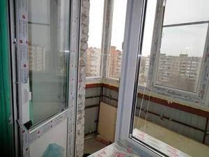 Установка пластиковой двери в Москве